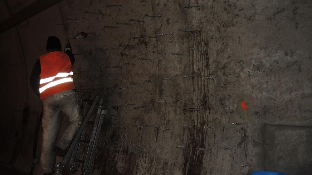 <p>Packereinbau Tunnelwand</p>