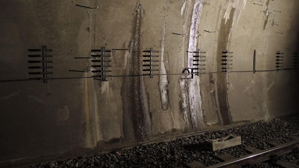 <p>Wassereintritt im Stadtbahntunnel</p>