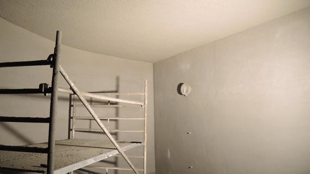 <p>Deckenbeschichtung fertig , Wandbeschichtung 1. Lage fertig</p>
