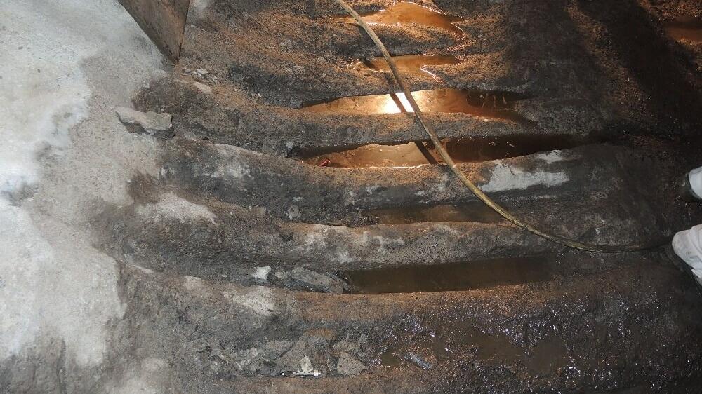 <p>stark geschädigte Bunkersohle</p>